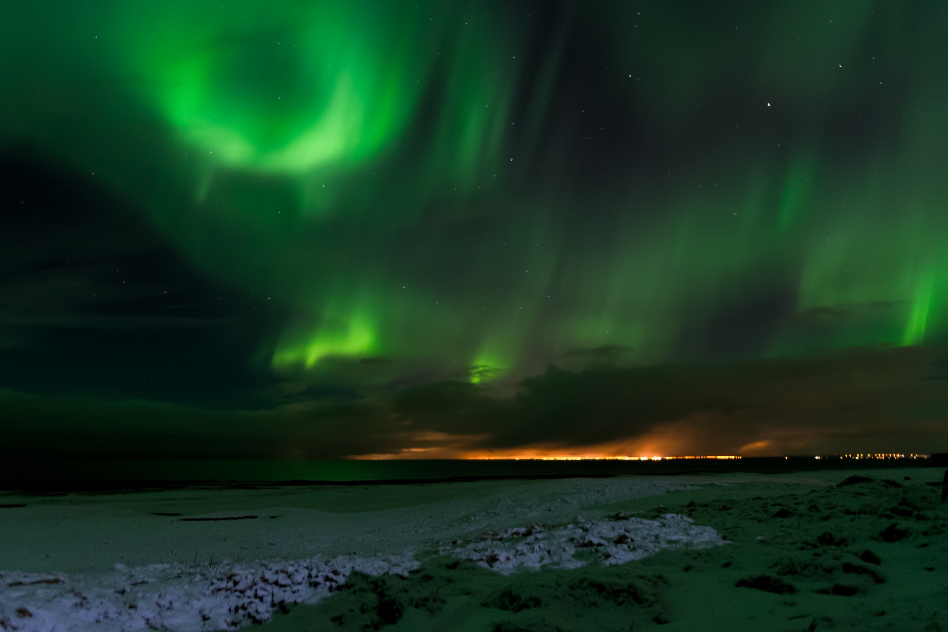 Polarlichter in Island - Image by darrenquigley32 from Pixabay